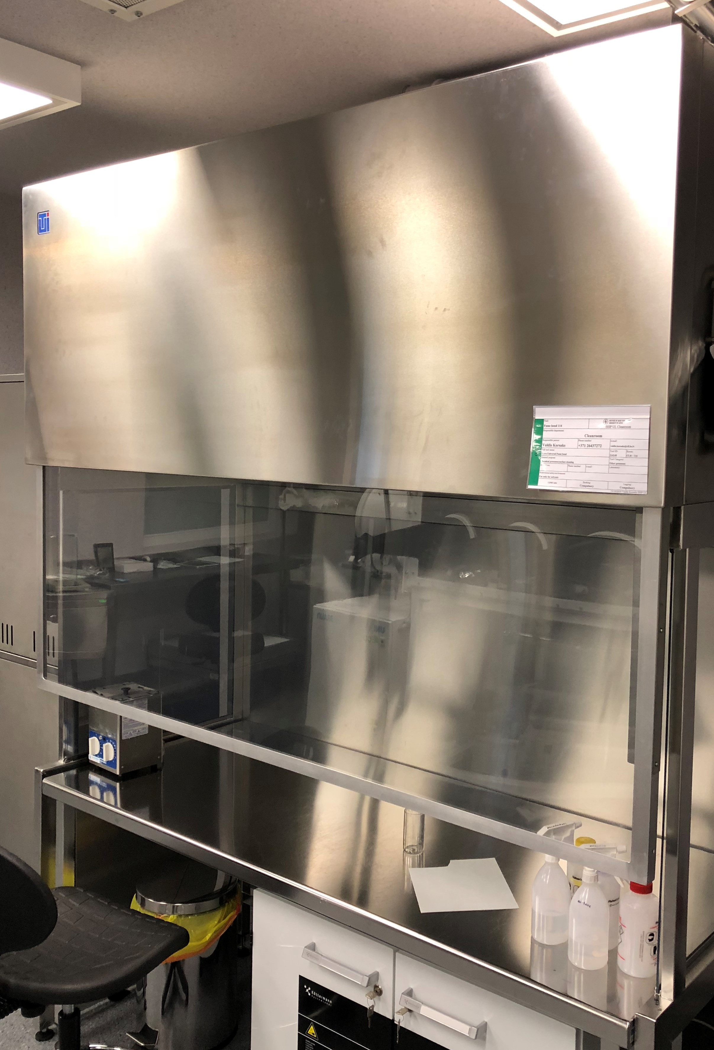 Picture of Fume hood 114