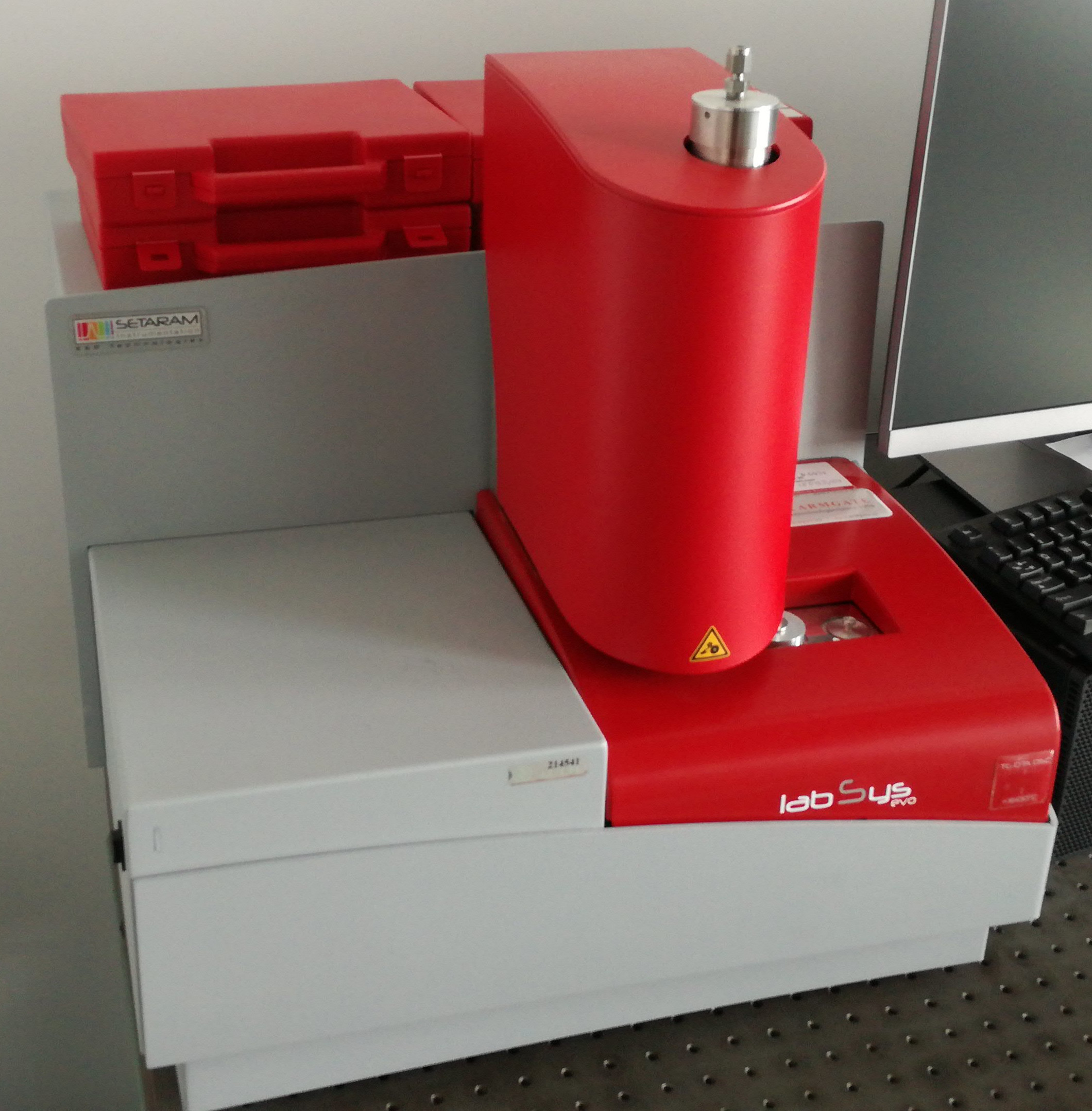 Picture of Differential scanning calorimetry (DSC)/thermal gravimetry (TG)
